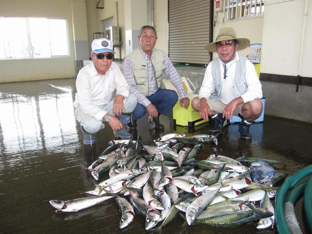吉良ライオンズクラブ | 奉仕活動 | 愛知県 » 釣り部会 大漁です!